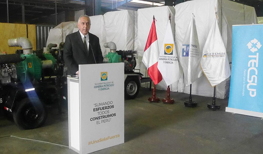 SNMPE dona 26 motobombas a CETEMIN y TECSUP para formación técnica de estudiantes