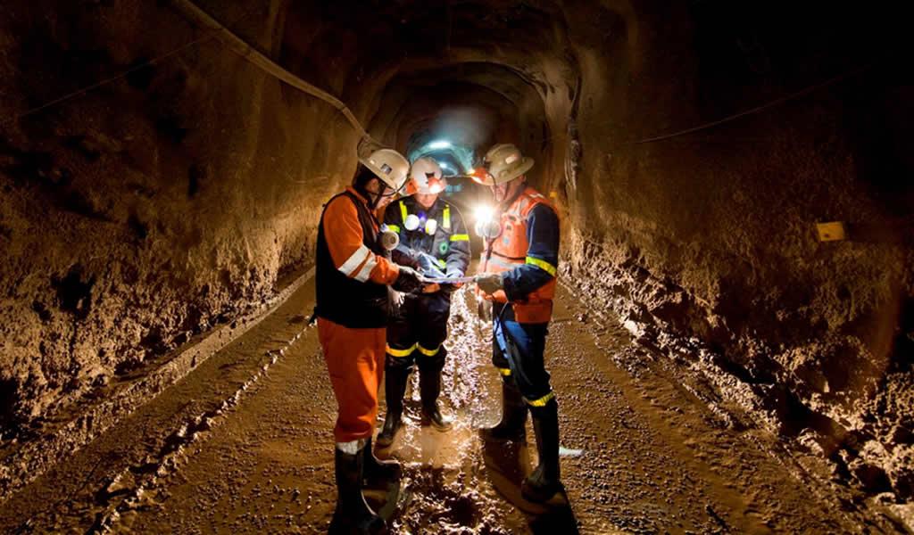 Trabajadores de mina de Glencore en Chile aceptan contrato y desactivan inicio de huelga