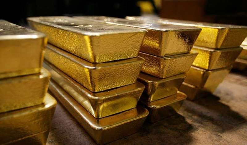 Oro toca precio mínimo en 18 meses impulsado por escalada del dólar ante temores de Turquía