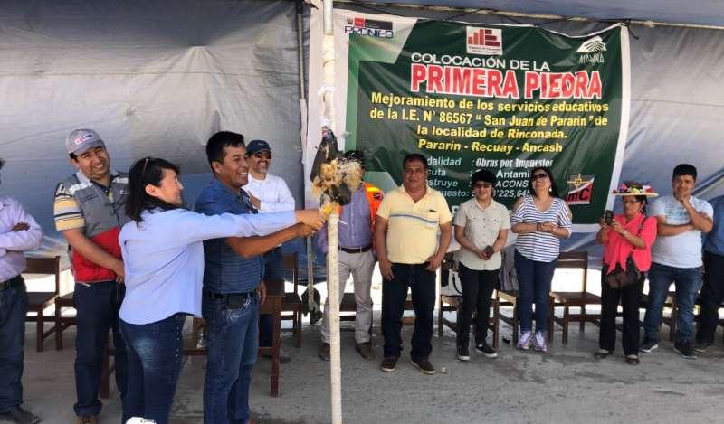 Colocan primera piedra de futuro colegio de Pararín que será ejecutado por Antamina