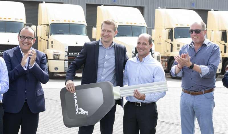 Triton Transports amplía su flota gracias a la adquisición de camiones Mack Anthem