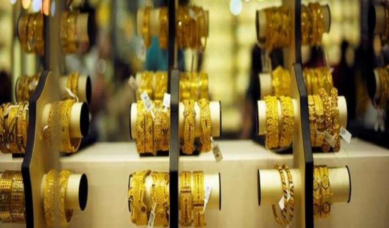 Oro baja levemente mientras que el mercado espera claridad sobre disputa comercial
