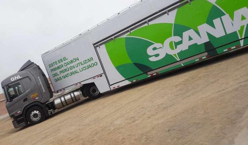 El primer abastecimiento y partida del camión de carga pesada a gas natural fue todo un éxito