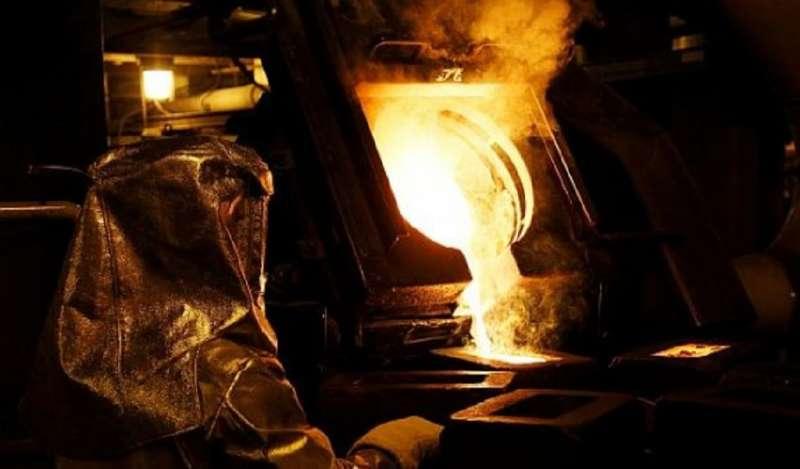 Oro opera estable y paladio toca récord por encima de US$ 1,600