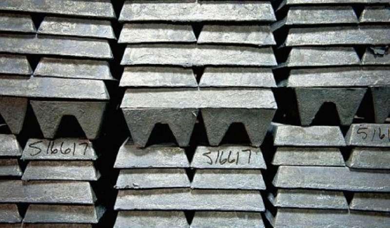Zinc se desploma tras fuerte entrada del metal en almacenes de Bolsa de Londres