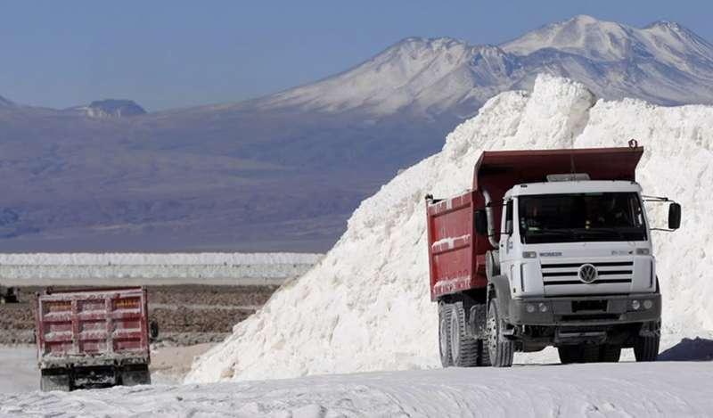 Mineras de litio culpan al 'exceso de oferta' por bajos precios