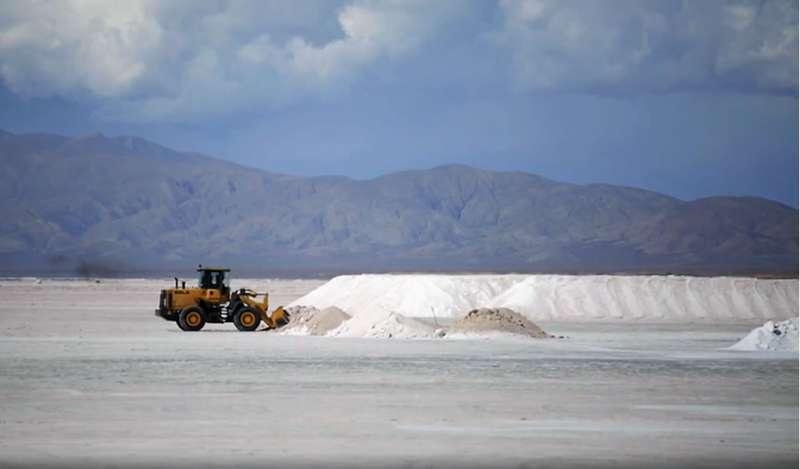 """Fiebre por litio: el nuevo """"oro blanco"""" impulsa mayores pedidos de concesiones mineras"""
