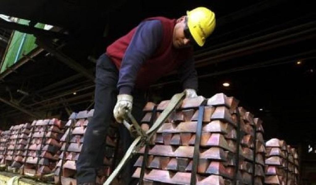 Precios del cobre suben ante alteraciones en suministro del metal