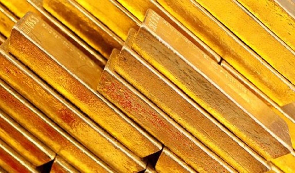 Oro baja por expectativas diálogo comercial entre China y Estados Unidos