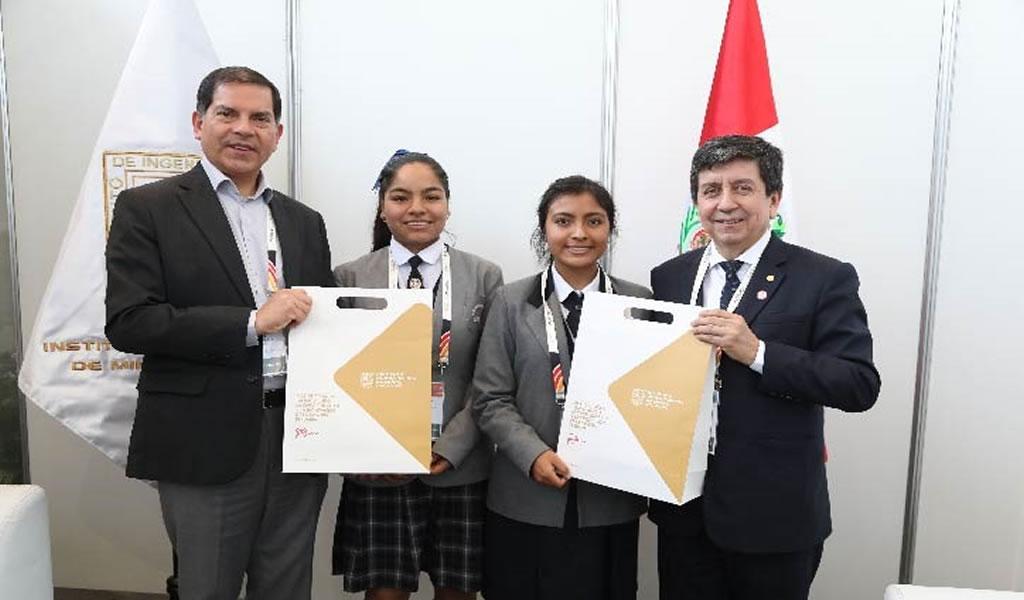 """IIMP entregó """"Premio Minería Escolar"""" a dos estudiantes de Arequipa"""