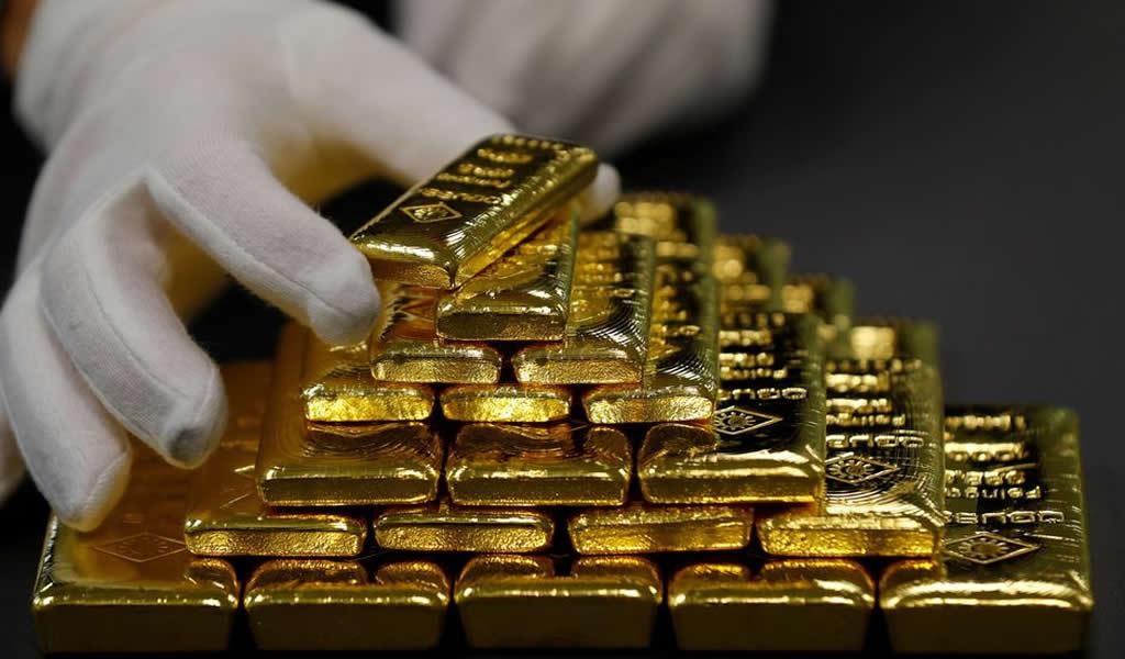 Oro baja por noticias comerciales positivas que mejoran apetito por el riesgo
