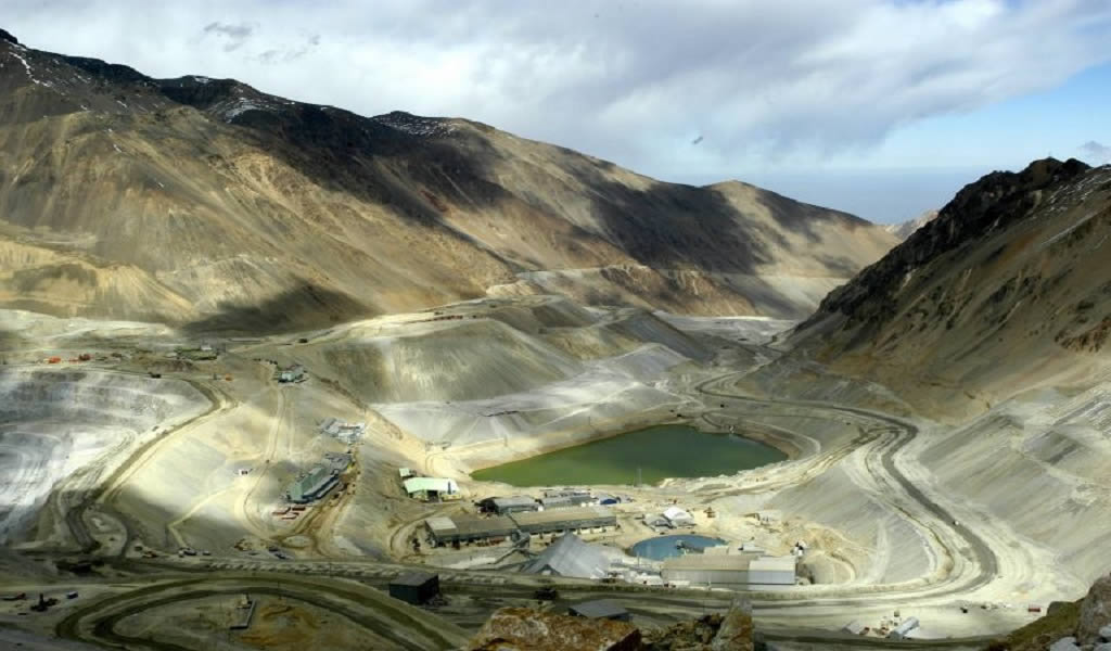 Mineras de cobre en Chile aún resisten impacto de protestas pero están atentas