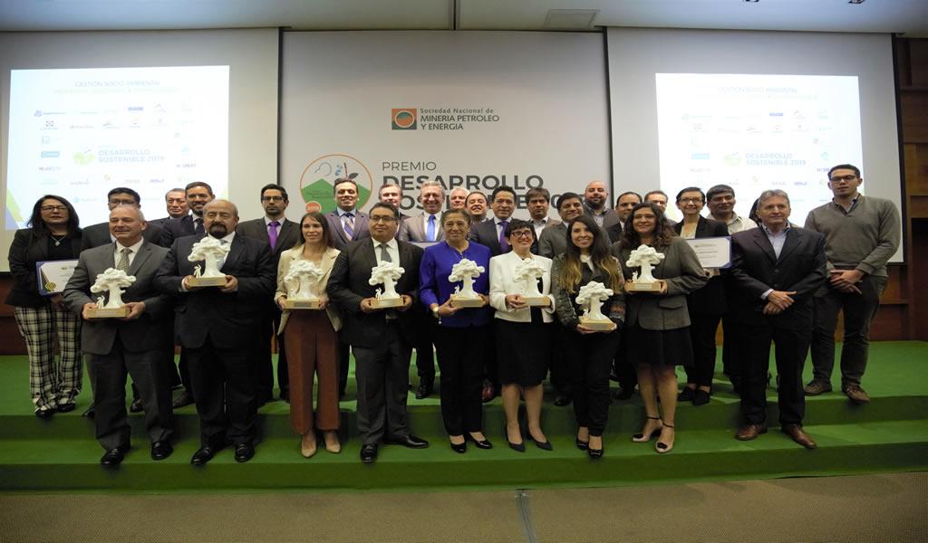 SNMPE otorga Premio Desarrollo Sostenible 2019 a ocho empresas del sector  minero energético