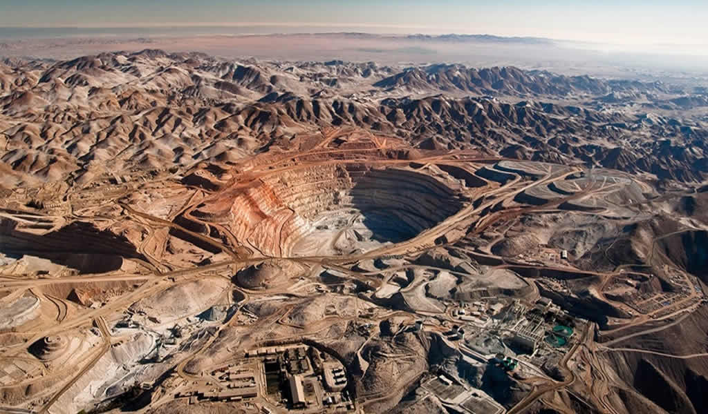 Crecimiento económico se aceleró impulsado por inversión en proyectos de cobre