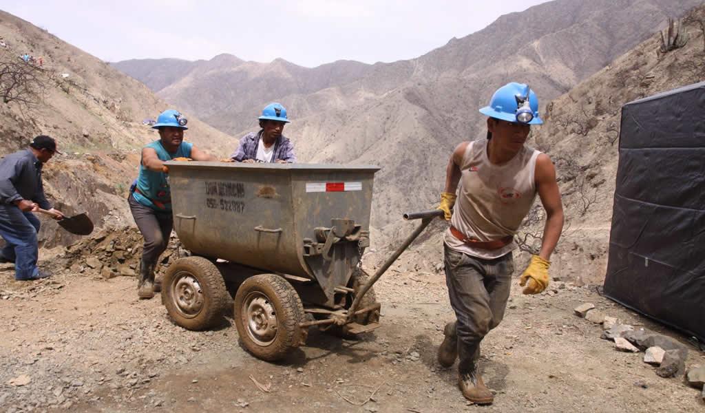 Minem suspende trámites para formalización minera por treinta días