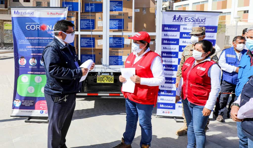 Ministra Susana Vilca entrega 15 mil pruebas rápidas, equipos de protección personal y medicinas a Moquegua
