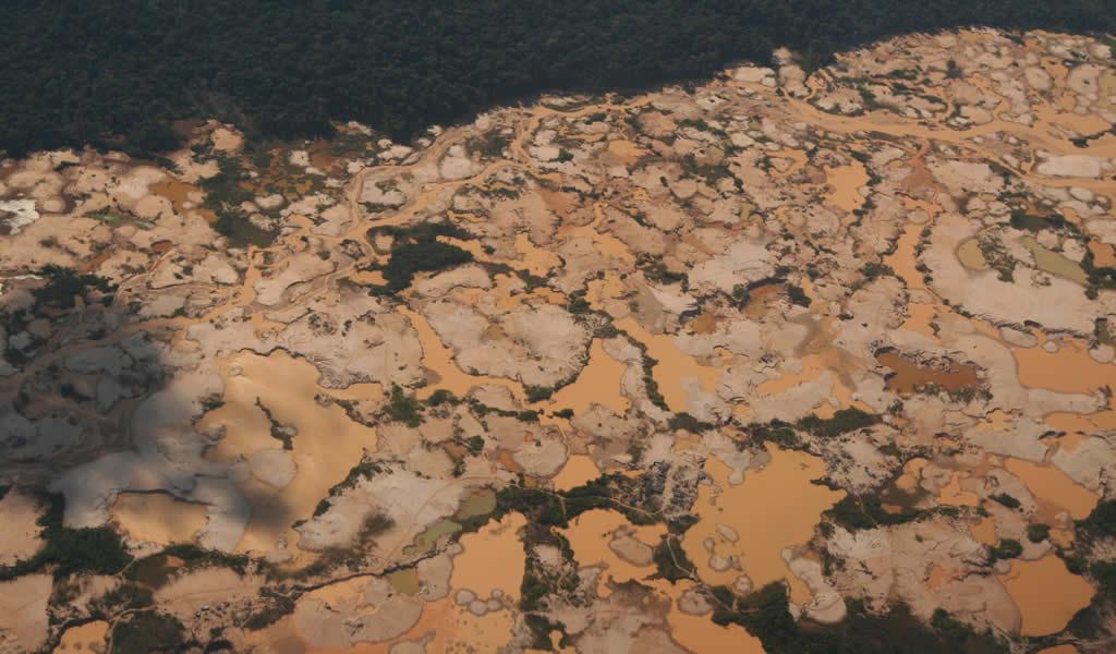 Minería ilegal en Amazonía peruana frena pero aún vive incluso con cuarentena