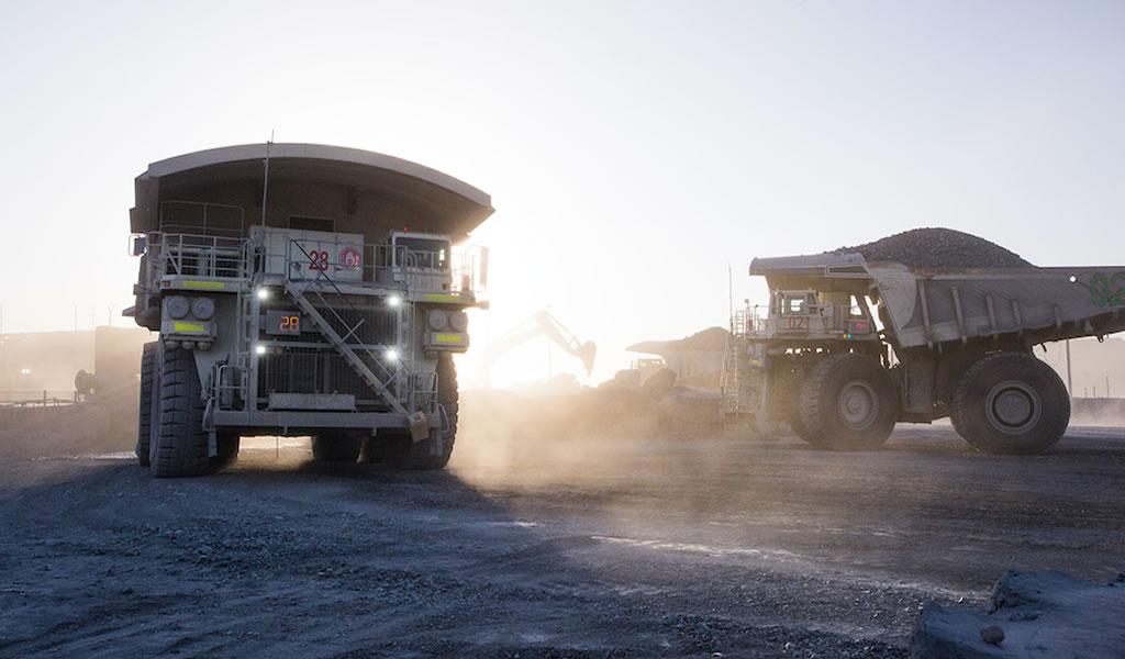 Compañías mineras de oro se mantienen cautelosas con el aumento de la producción