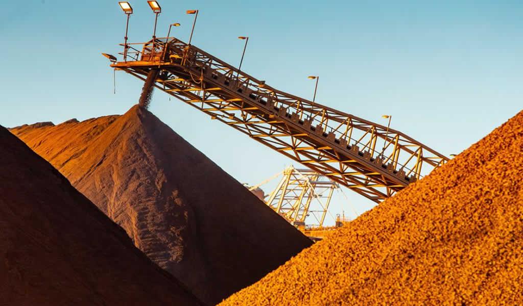 El precio del mineral de hierro se recupera tras la producción récord de acero en China