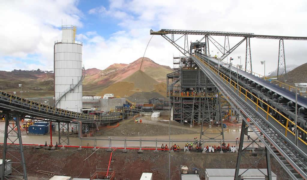 Se perdió inversión por $20 mil millones en sectores minero y eléctrico, según la SNMPE