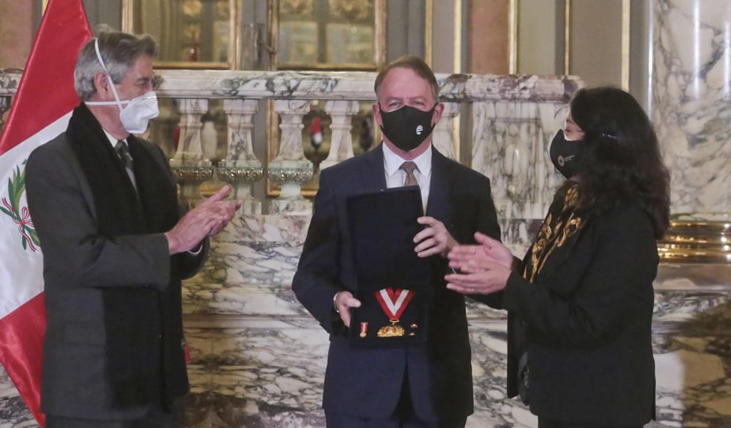 """Gobierno otorga """"Medalla al Mérito Ciudadano"""" a la SNMPE"""